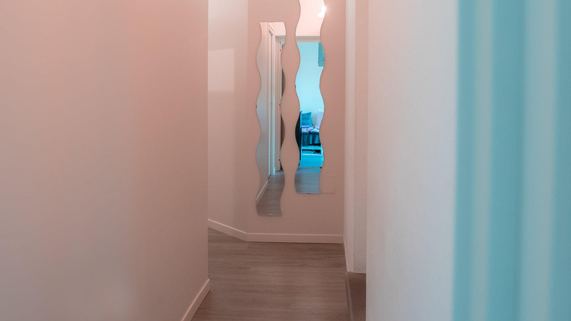 Donna In corridoio