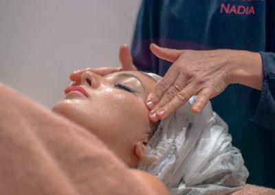 Donna In trattamento viso
